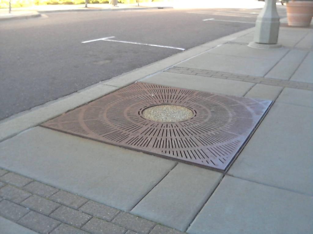 Sidewalk Grate at Excelsior and Grand